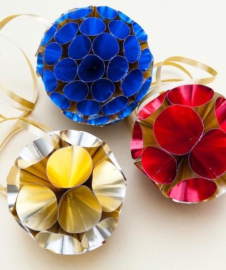 Weihnachtskugeln aus Goldfolie